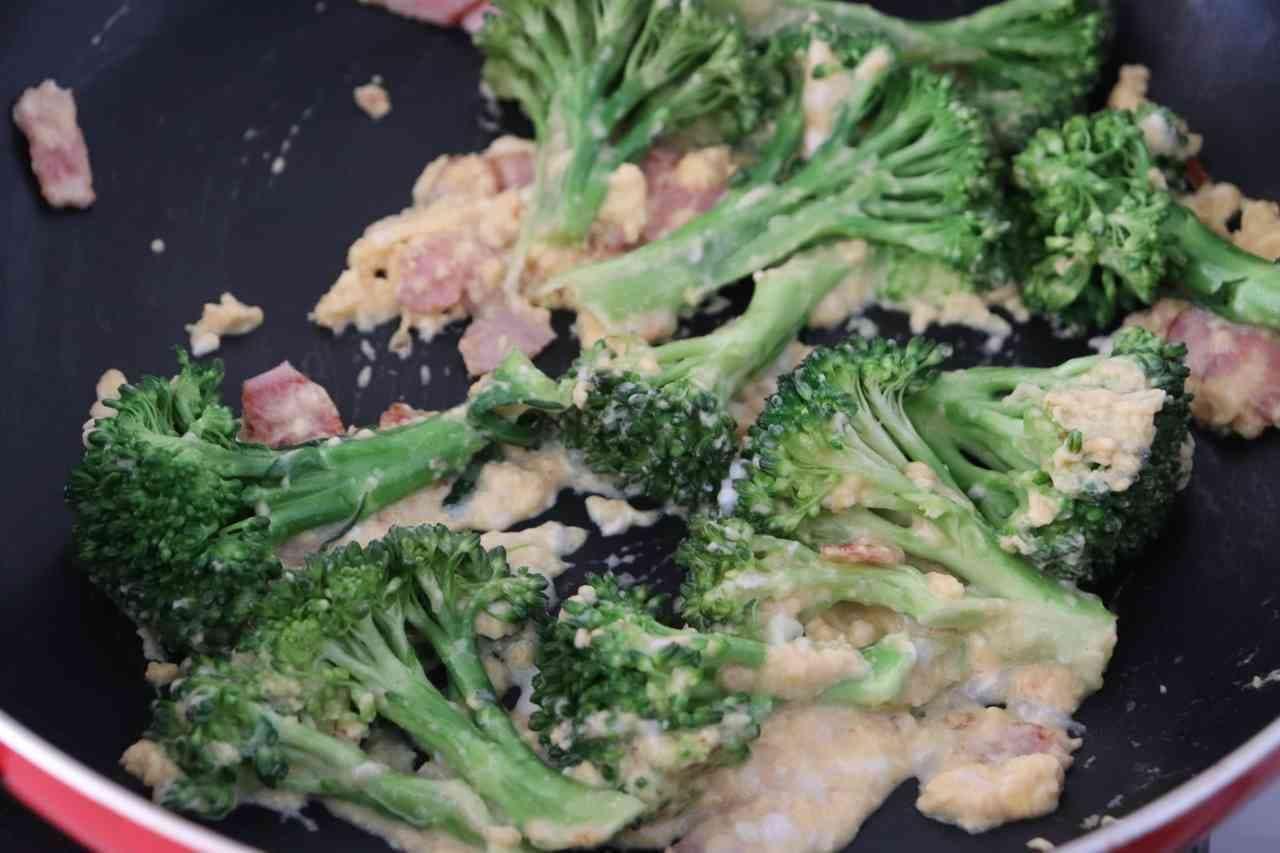 ブロッコリーのカルボナーラ炒め