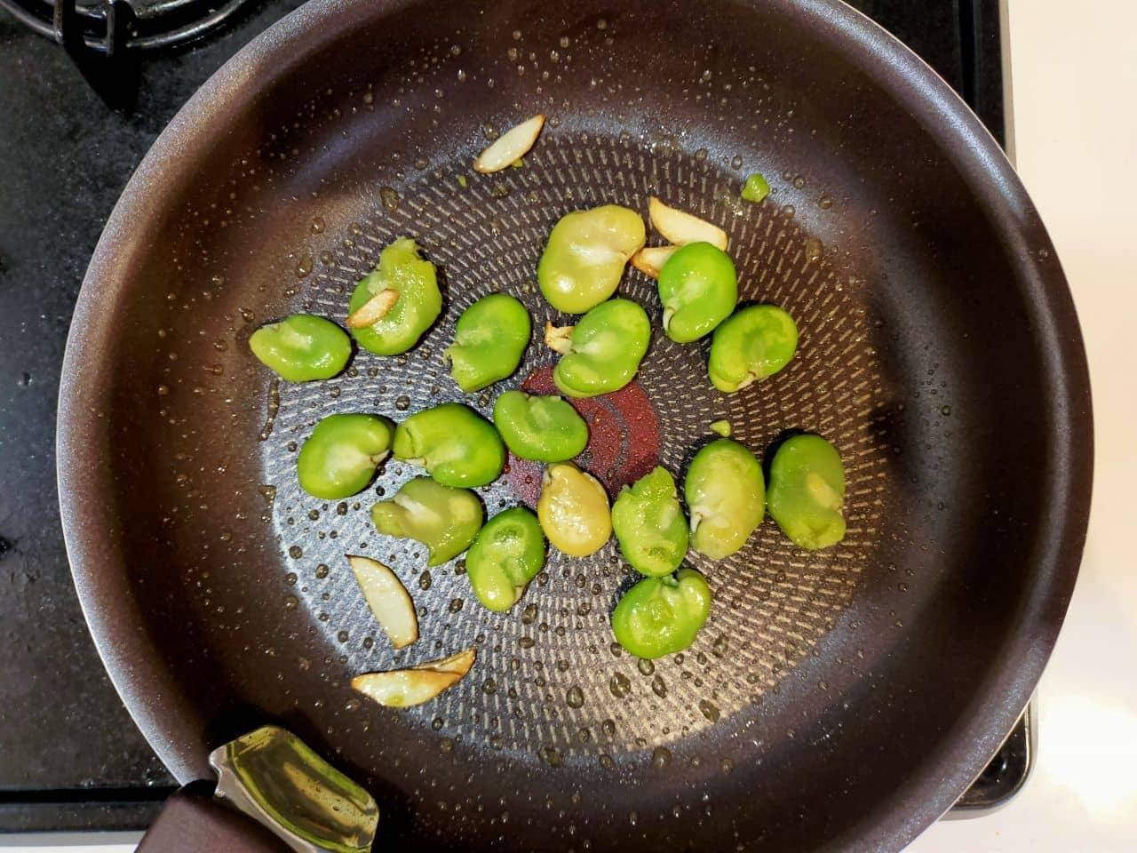 「そら豆とにんにく醤油炒め」のレシピ