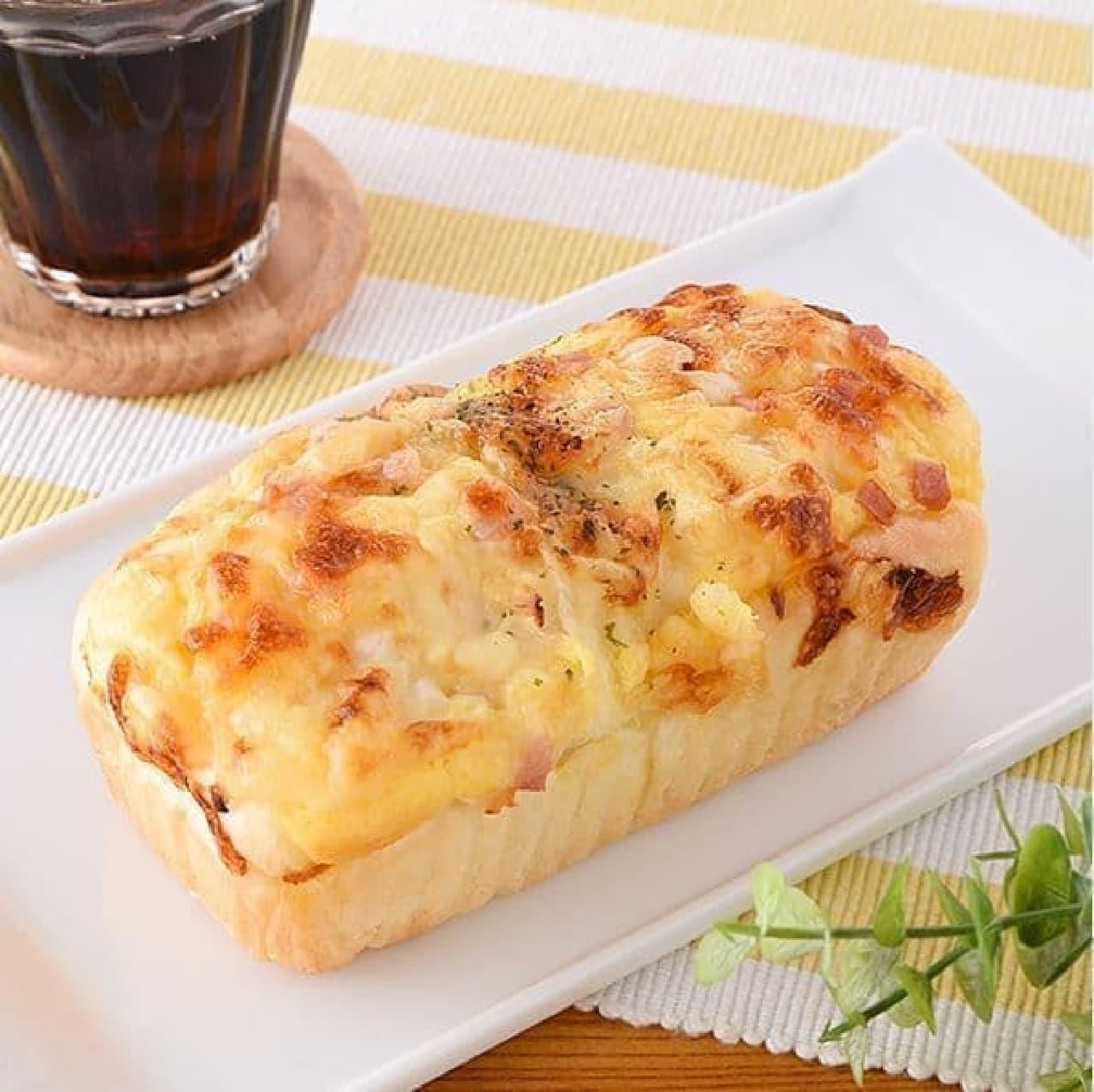 ファミリーマート「チーズオニオンブレッド」