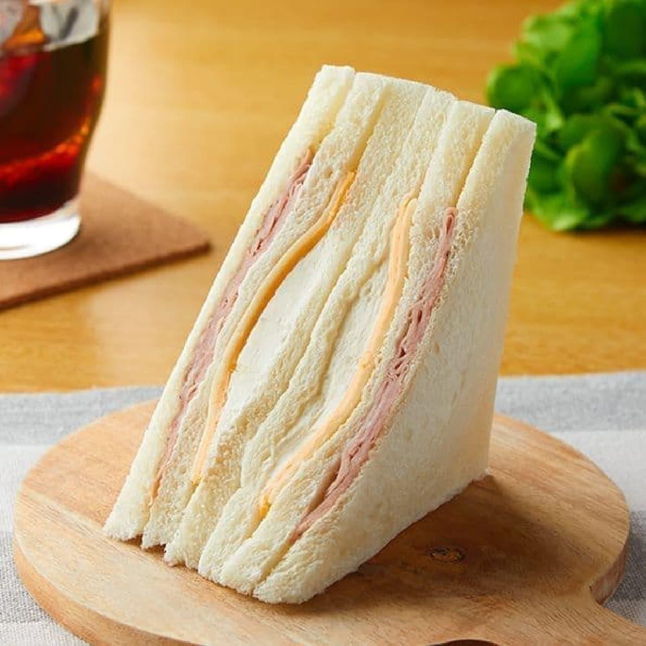 ファミリーマート「3種のチーズのサンド」