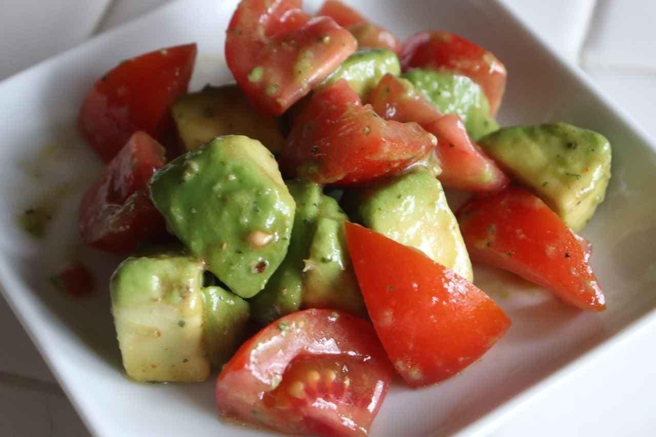 アボカドトマトサラダ