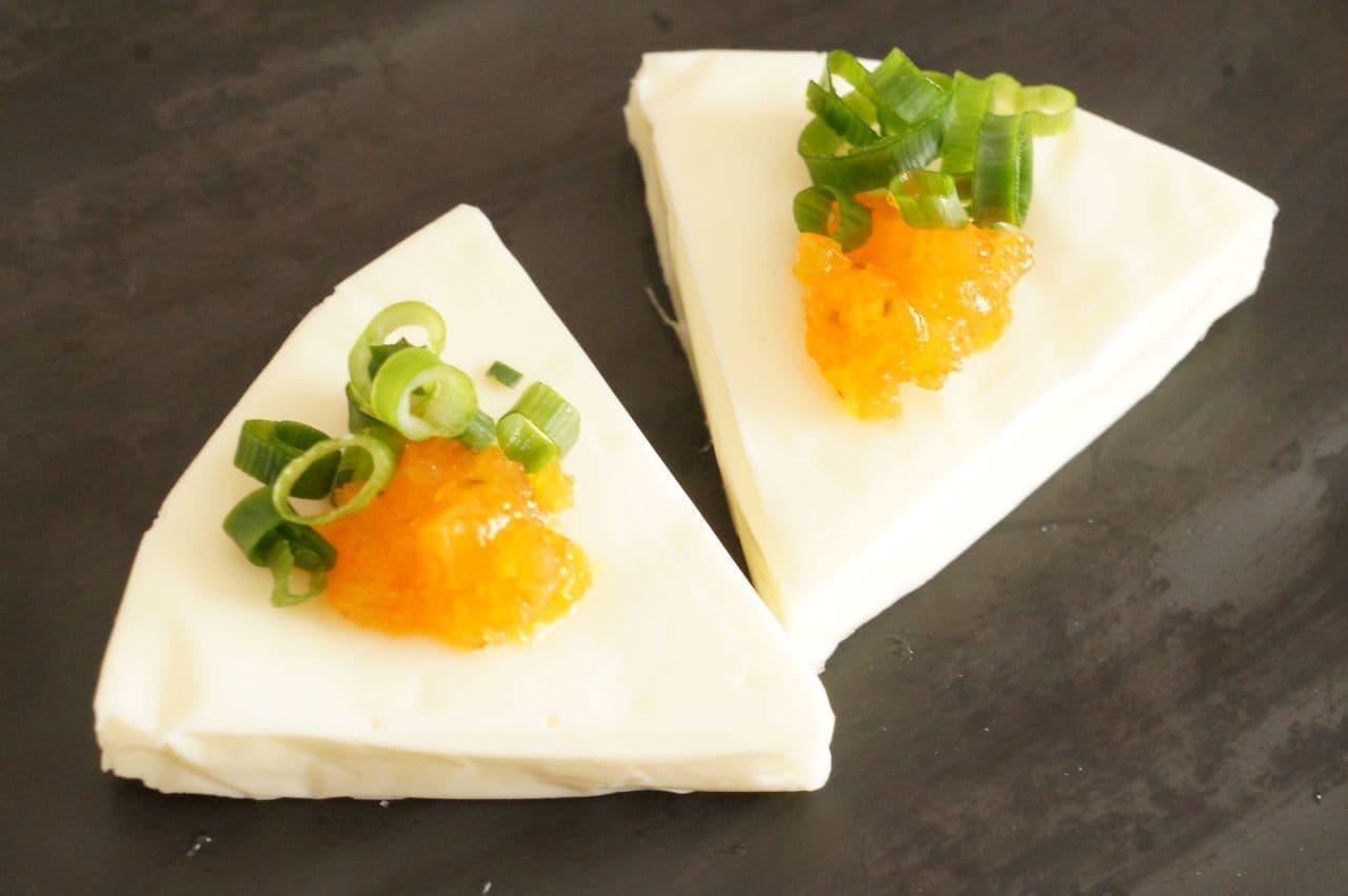 薬味チューブ「きざみ福神漬け」をのせたチーズ