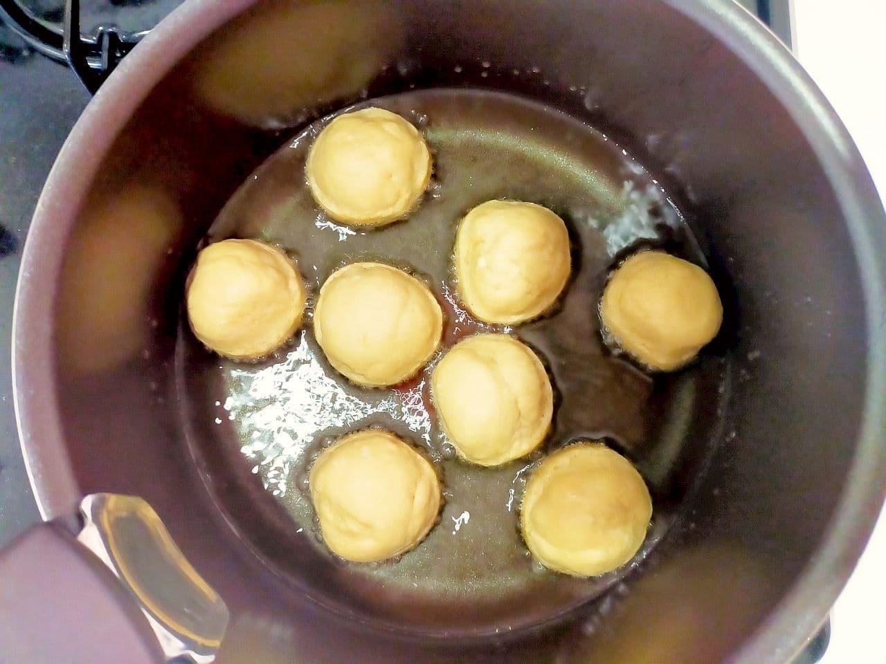 ホットケーキミックスと白玉粉で「もちもち黒糖ドーナツ」レシピ