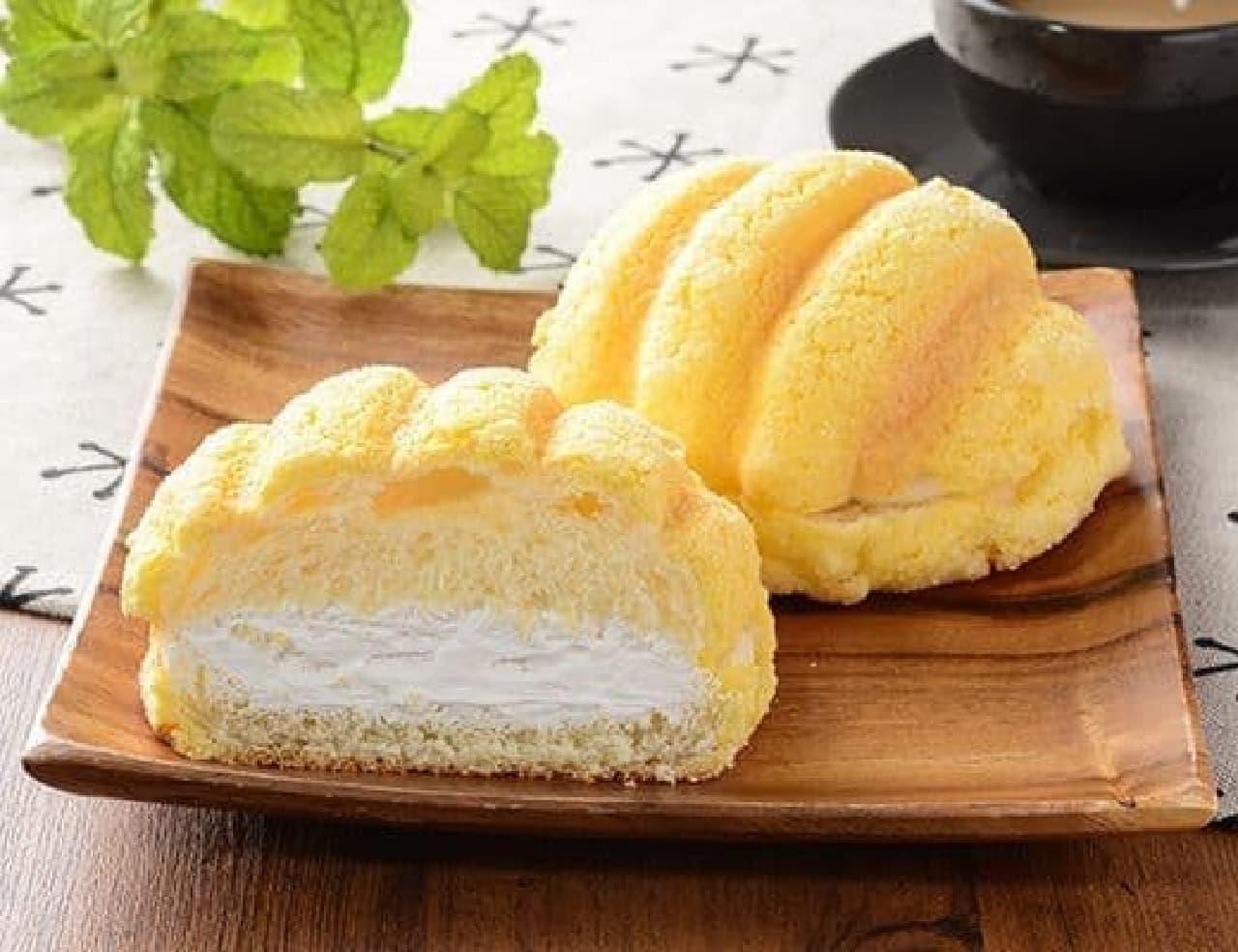 ローソン「ザクザククッキーホイップメロンパン」