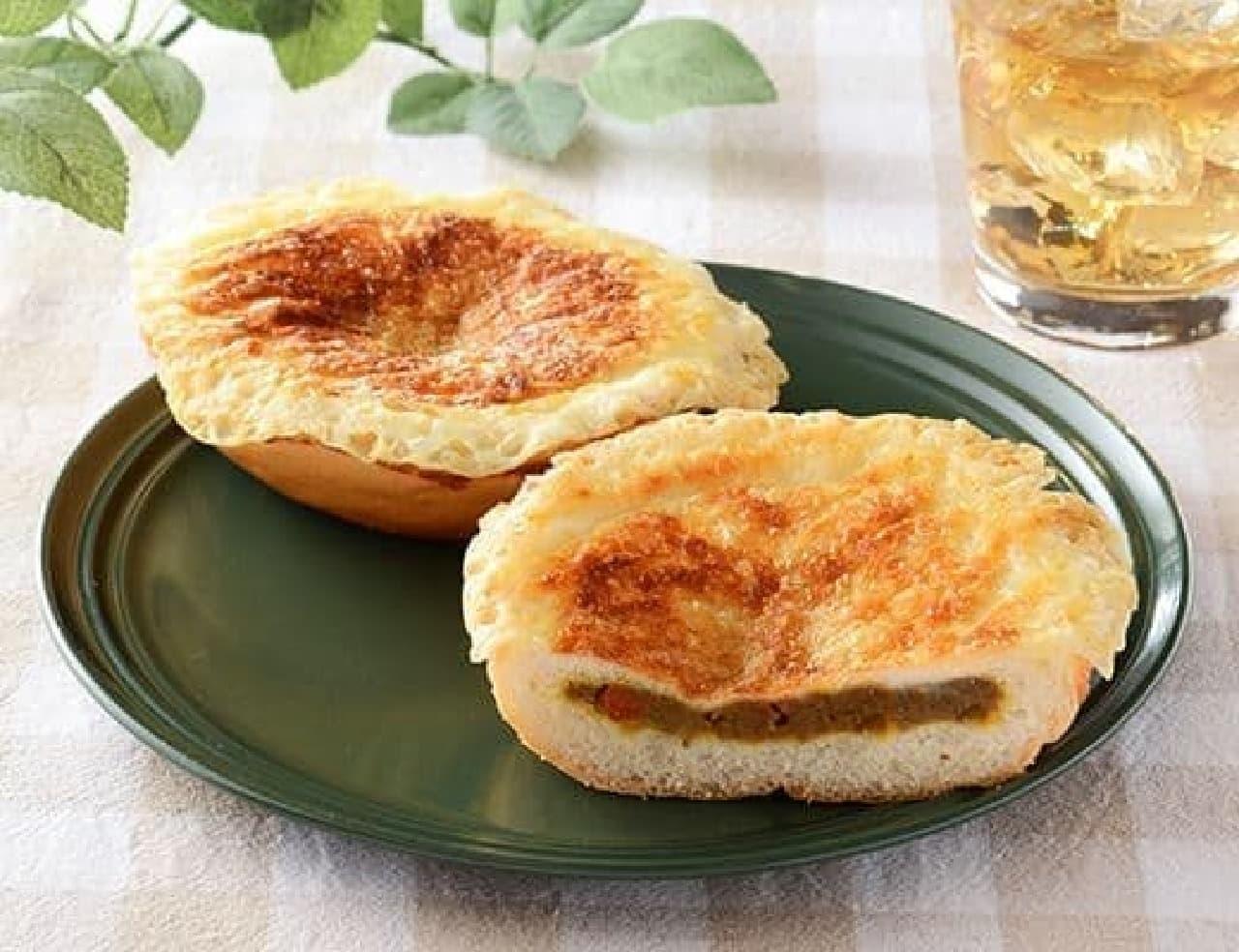 ローソン「羽根つきチーズの焼カレーパン」