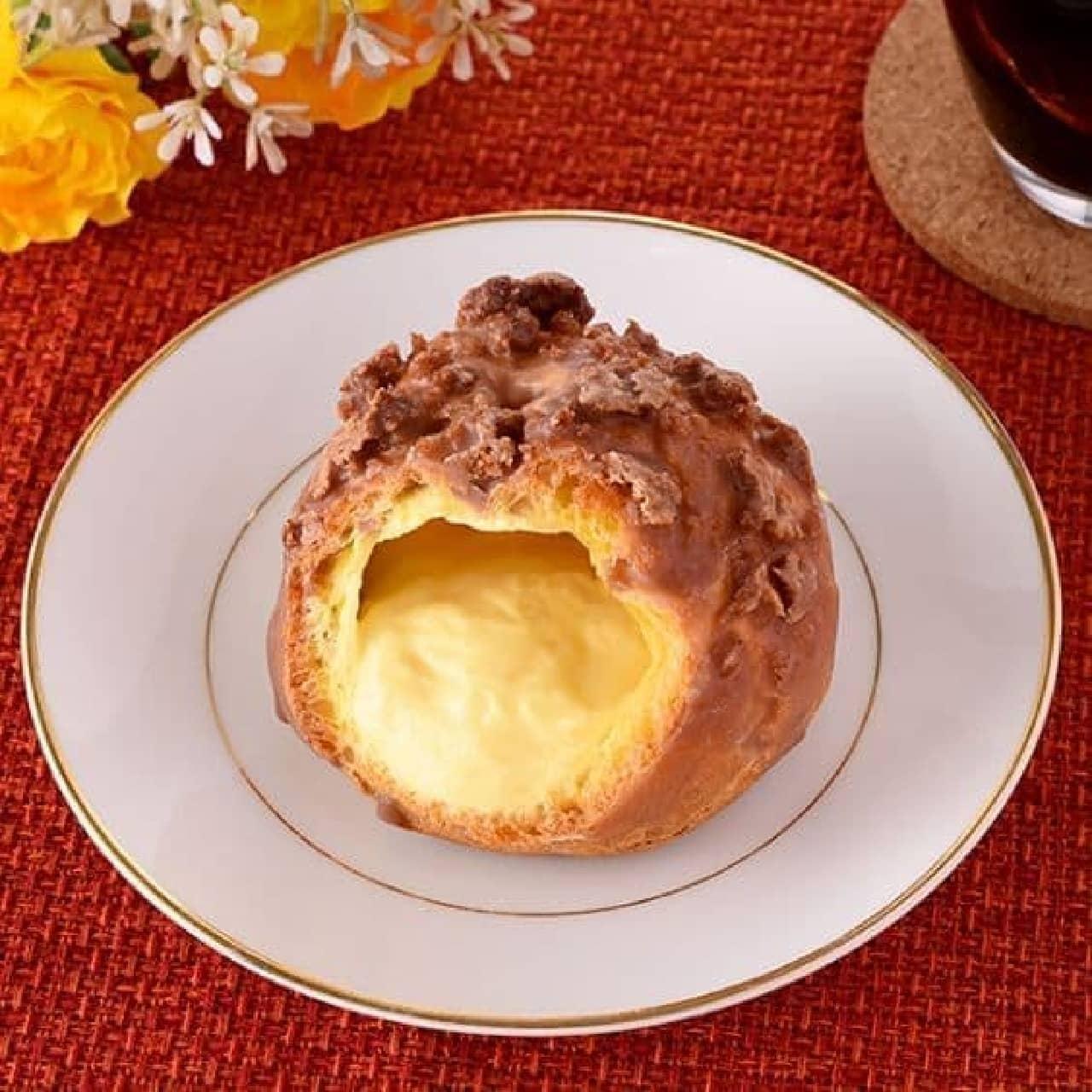 ファミリーマート「香ばし生地のクッキーシュー」