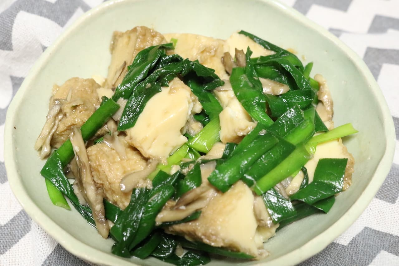 簡単レシピ「厚揚げとにらと舞茸のにんにく炒め」