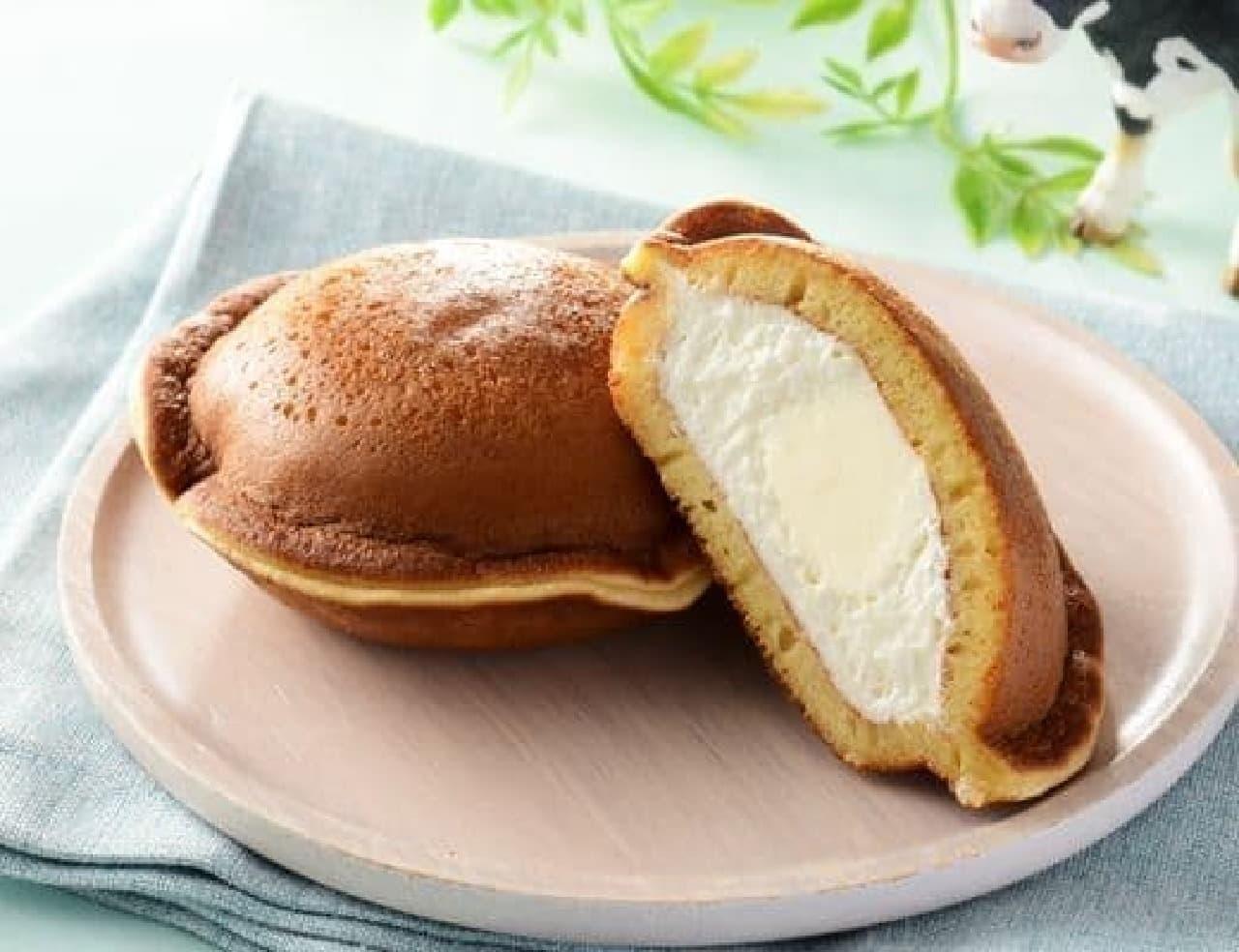 ローソン「Uchi Cafe×Milk MILKどらもっち 練乳ソース入り」