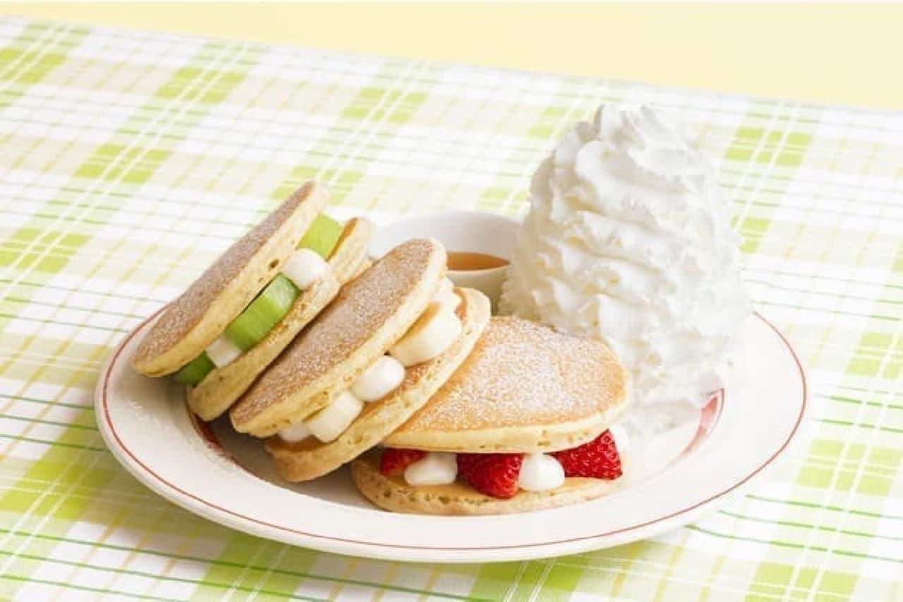 エッグスンシングス「フルーツパンケーキサンド」