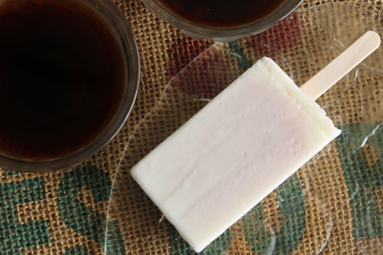 ファミマ「北海道産練乳のいちご氷バー」
