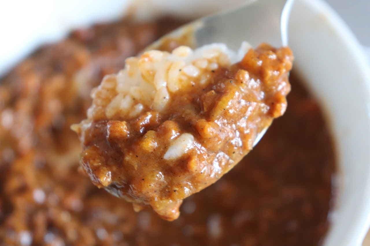 カゴメ「大豆ミートのキーマカレー」「3種豆のベジタブルカレー」