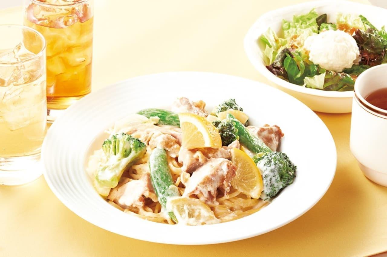 ココス「チキンと緑野菜のレモンクリーム」「ガパオライス ランチ」