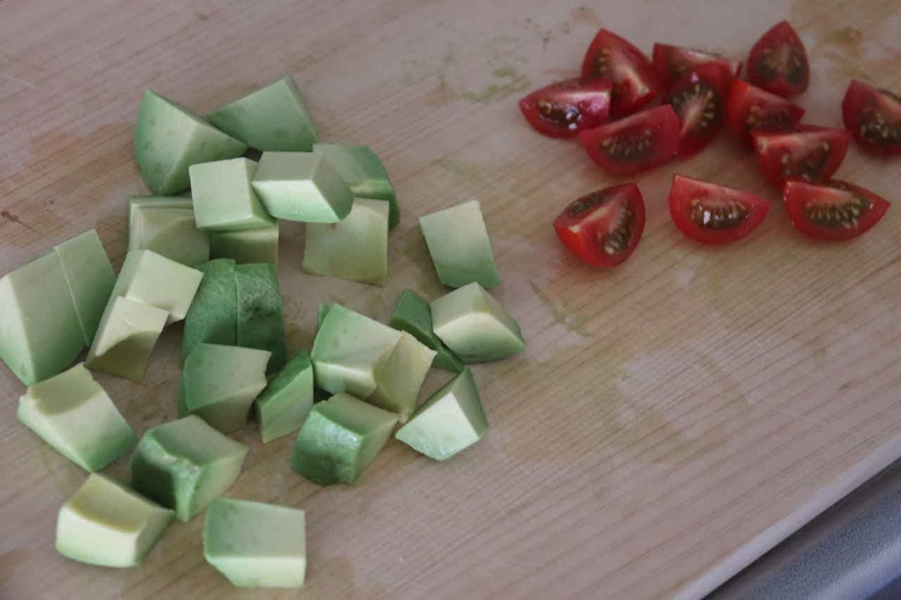 サバ缶アボカドトマトサラダ