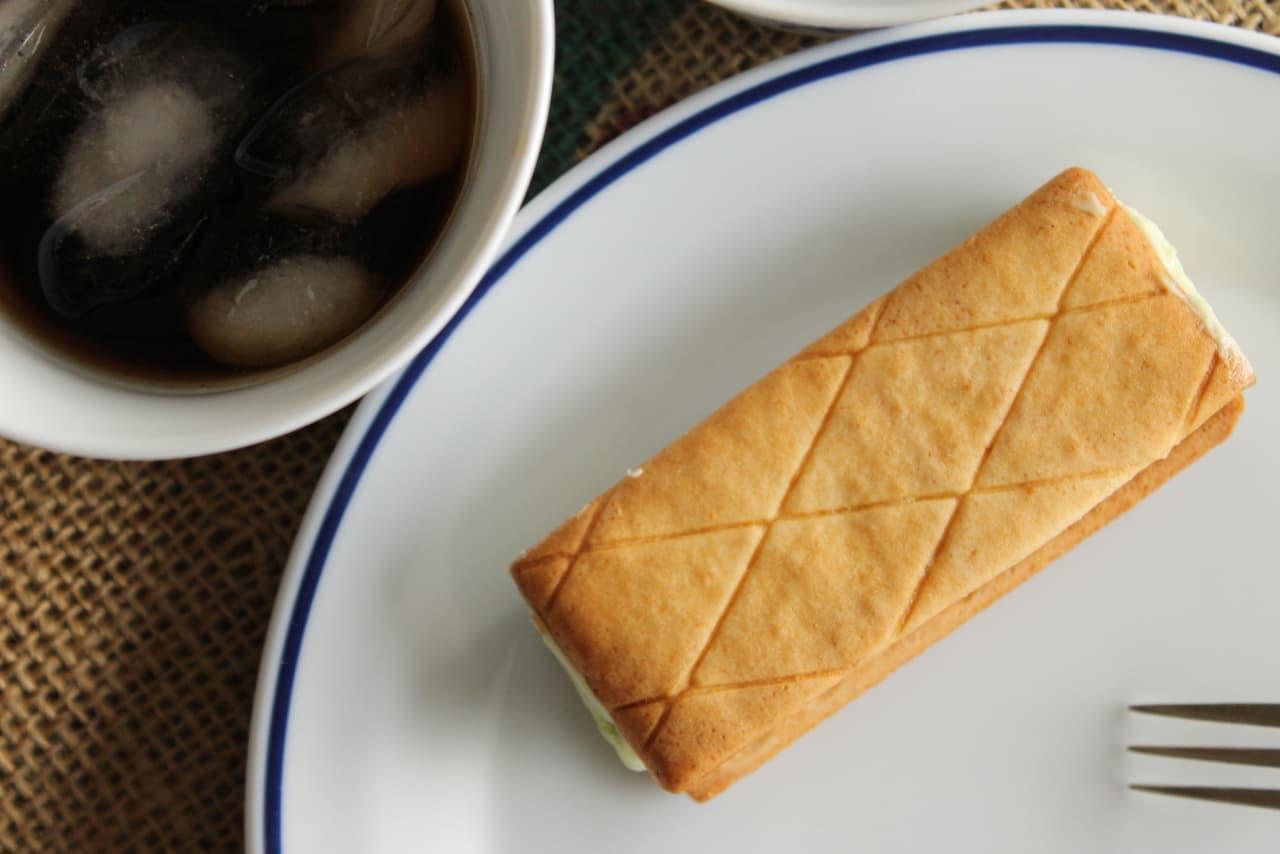 """Lawson """"Dew Melon Butter Biscuit Sandwich"""""""