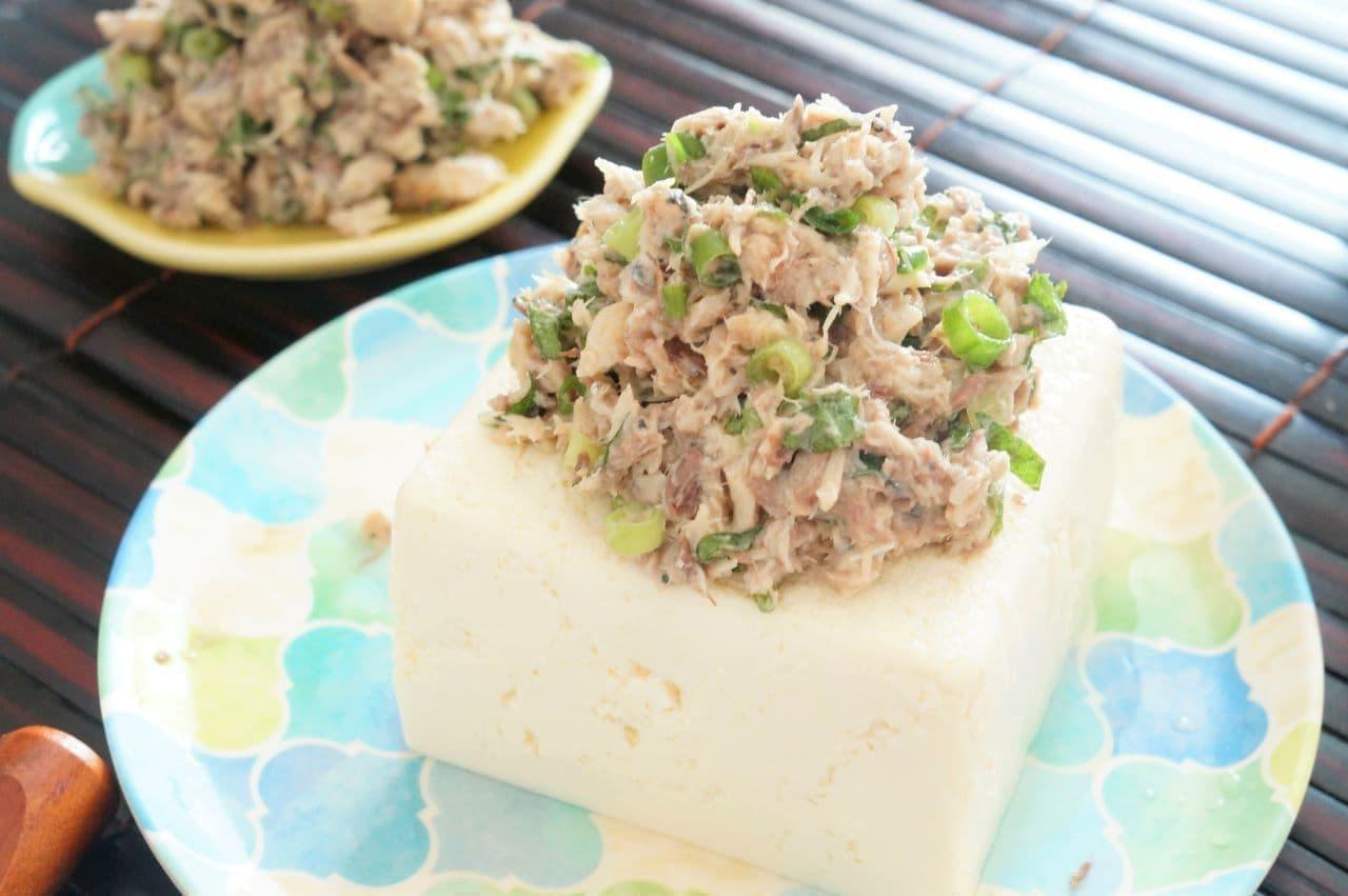 豆腐にのせたサバ缶なめろう
