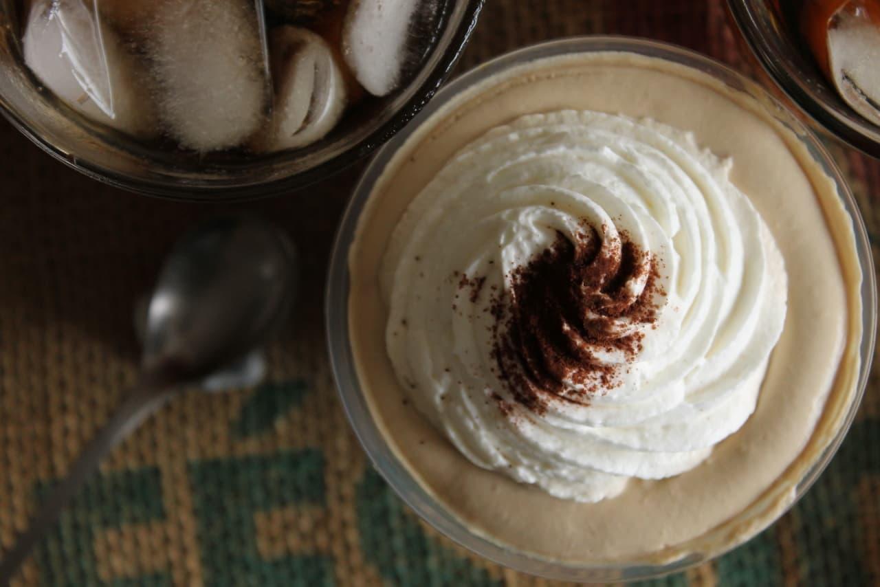 ファミマ「クリームたっぷりコーヒーゼリー」