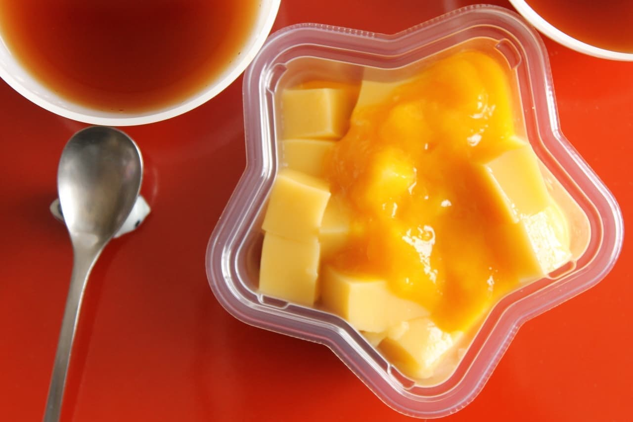 セブン-イレブン「もっちりマンゴーわらび とろーりマンゴーソース」