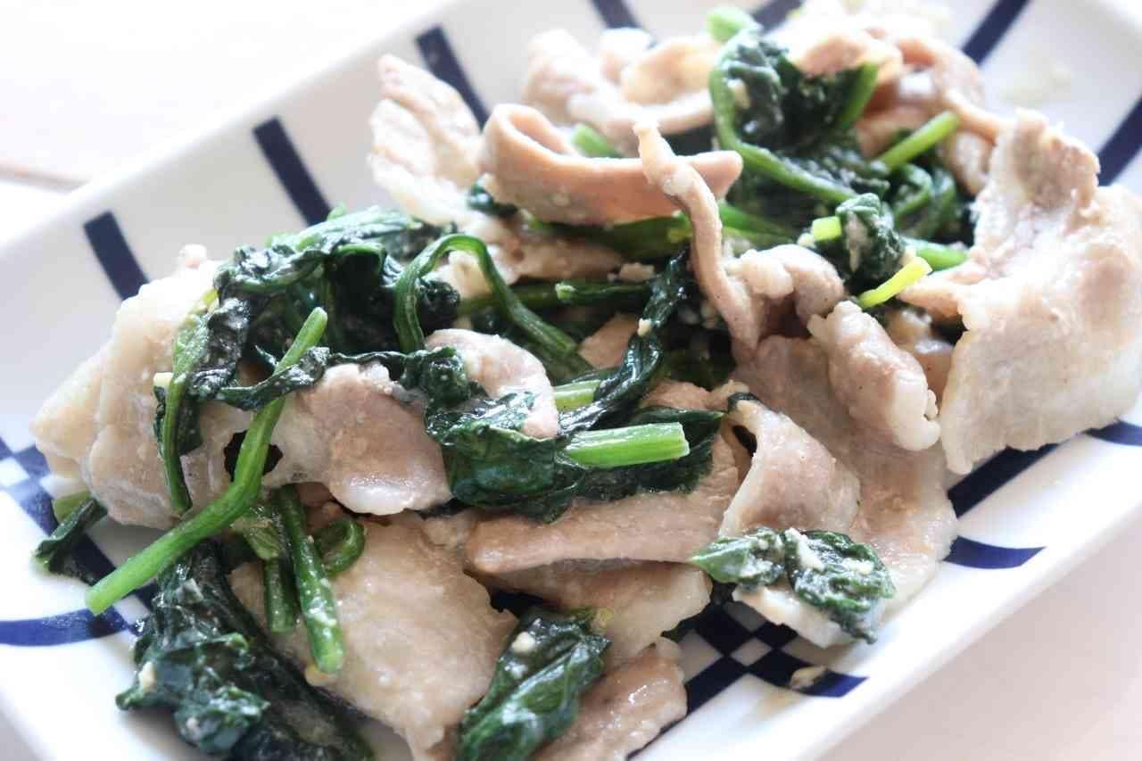 簡単おかず「豚バラほうれん草の味噌マヨ炒め」レシピ