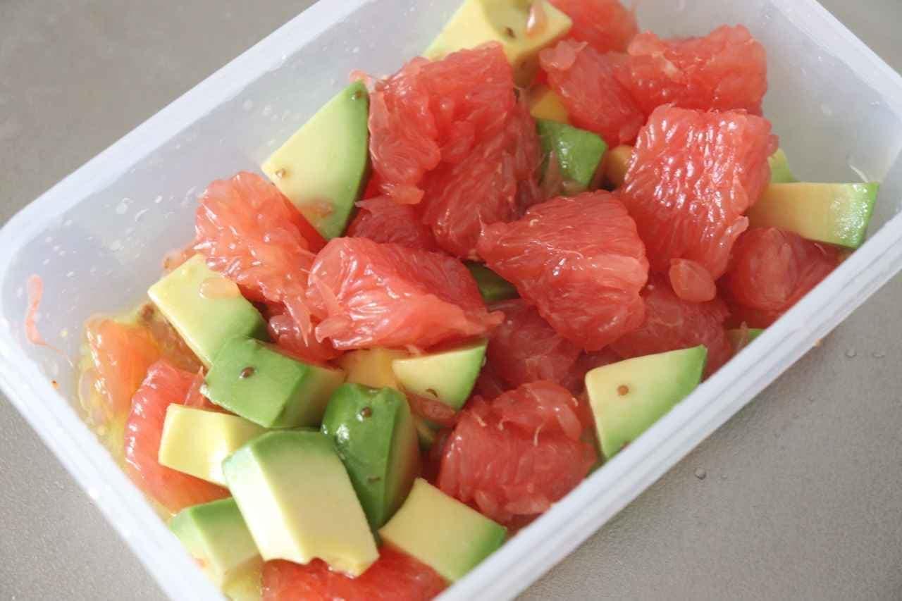 ピンクグレープフルーツとアボカドのサラダ
