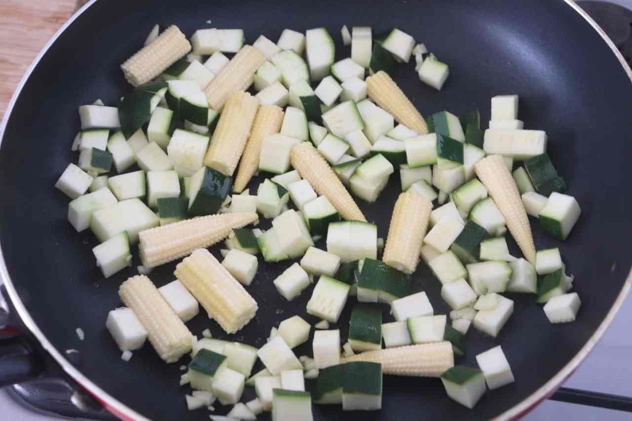 ズッキーニとヤングコーンの焼きサラダ