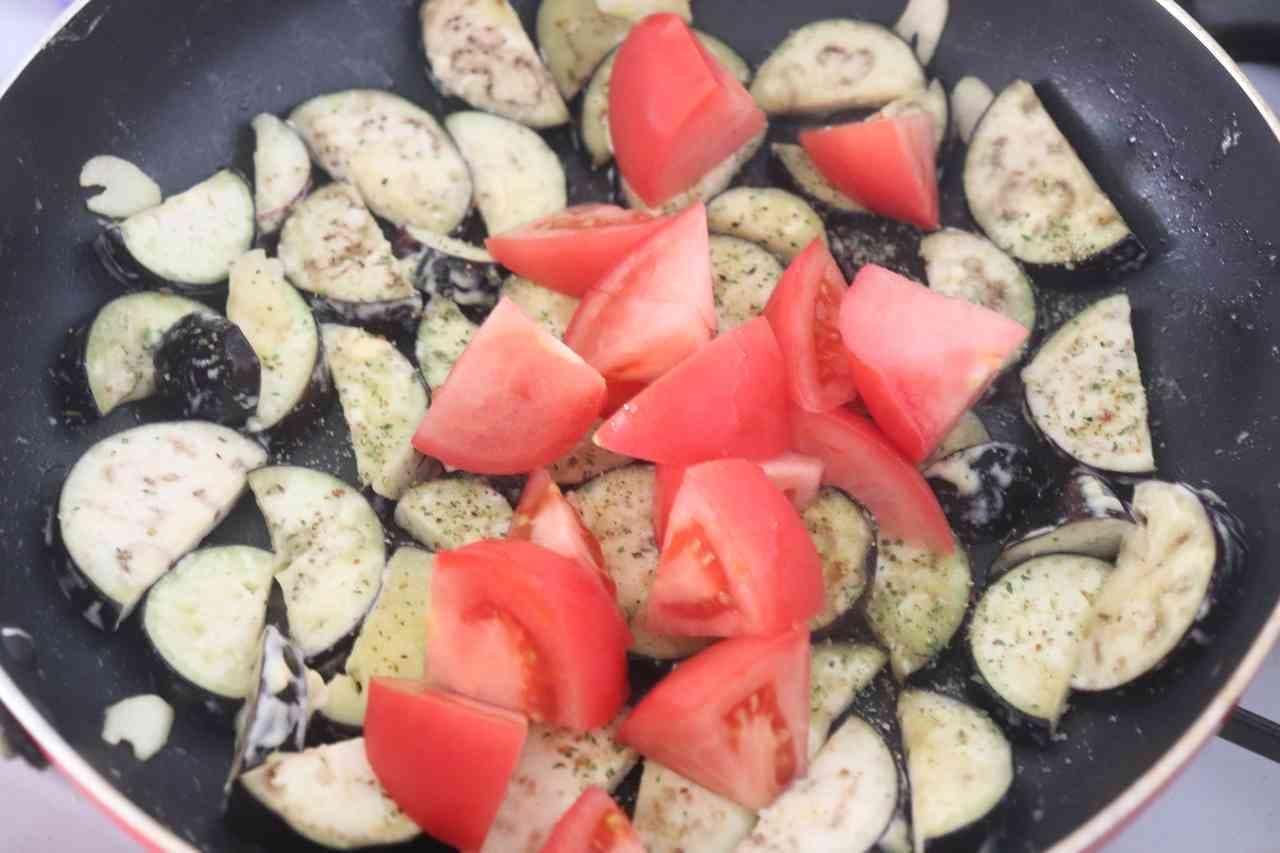 トマトなすマヨチーズ炒め