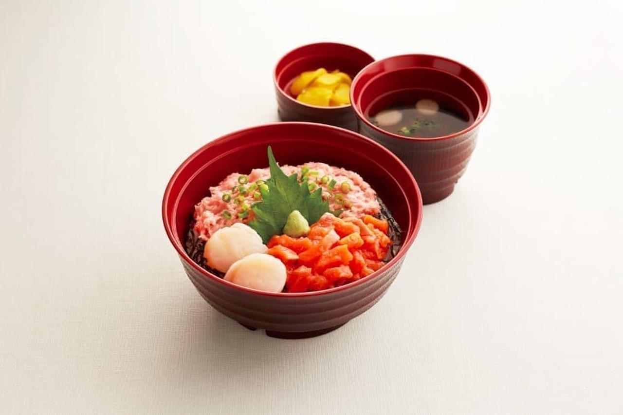 ジョイフル「北海道産ホタテとねぎトロのサーモン丼(お吸い物・漬物付)」