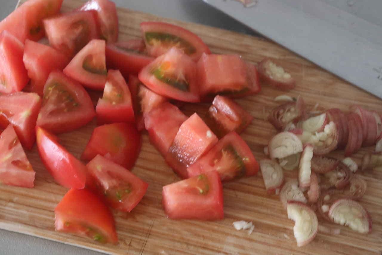 トマトみょうがオリーブオイル醤油和え