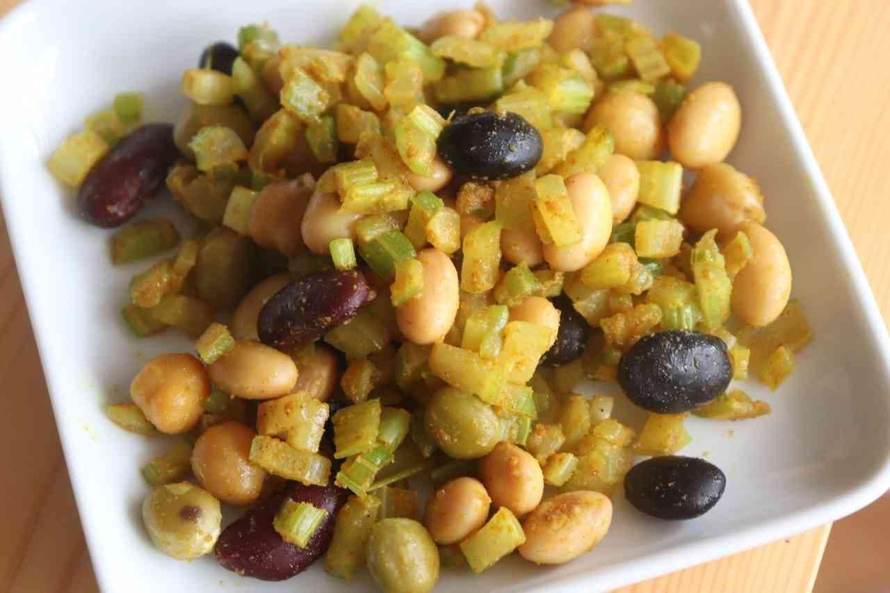 「セロリと豆のカレー炒め」レシピ