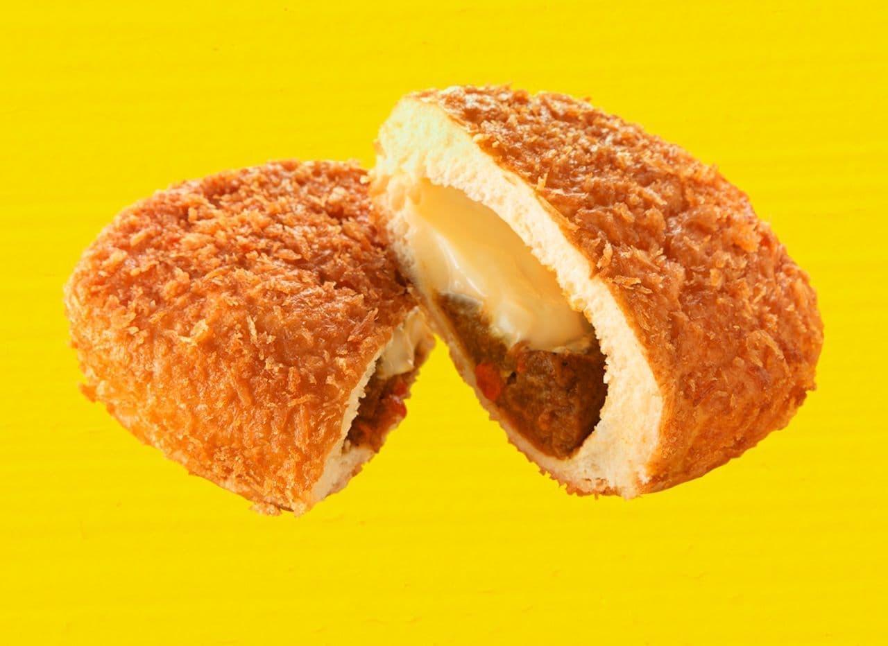 ファミリーマート「カレーハウス CoCo 壱番屋監修 大きなチーズカレーパン」