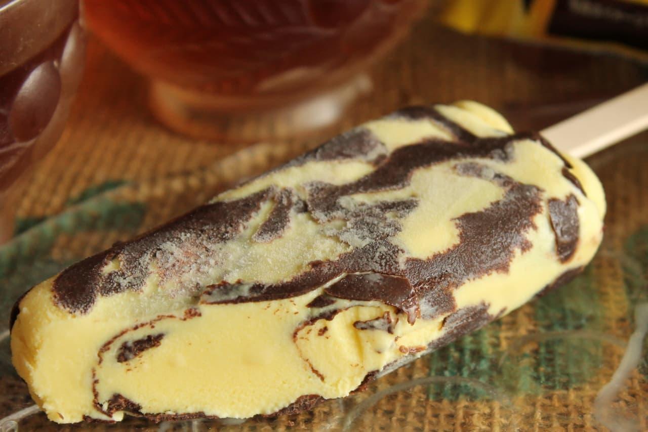 ファミマ「明治 ザクザクアイスバー チョコバナナ味」
