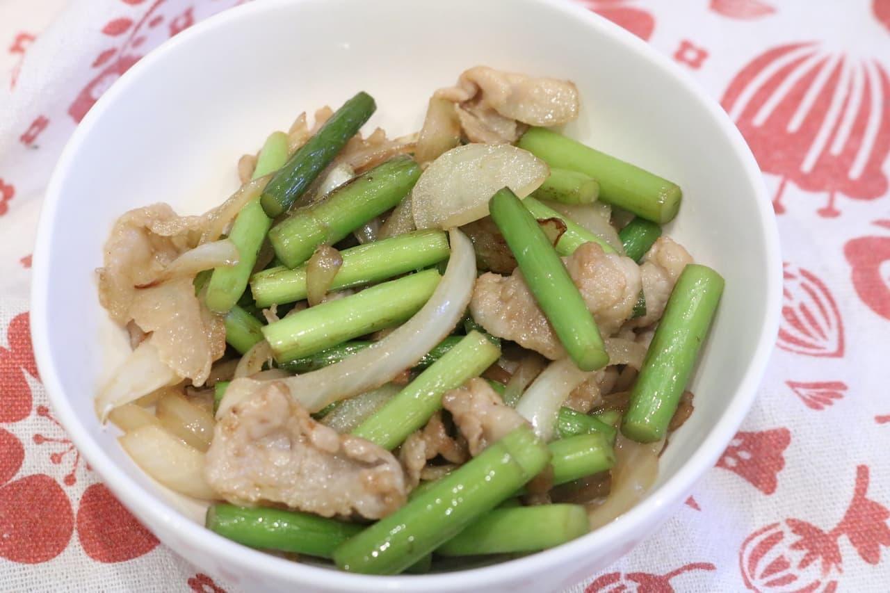 「豚バラとにんにくの芽炒め」のレシピ