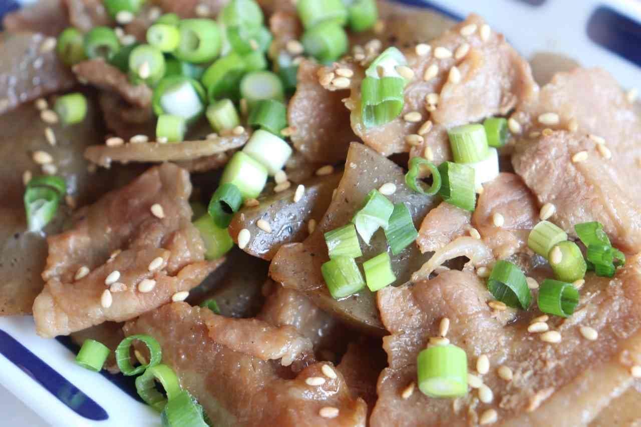 「豚バラこんにゃく炒め煮」レシピ