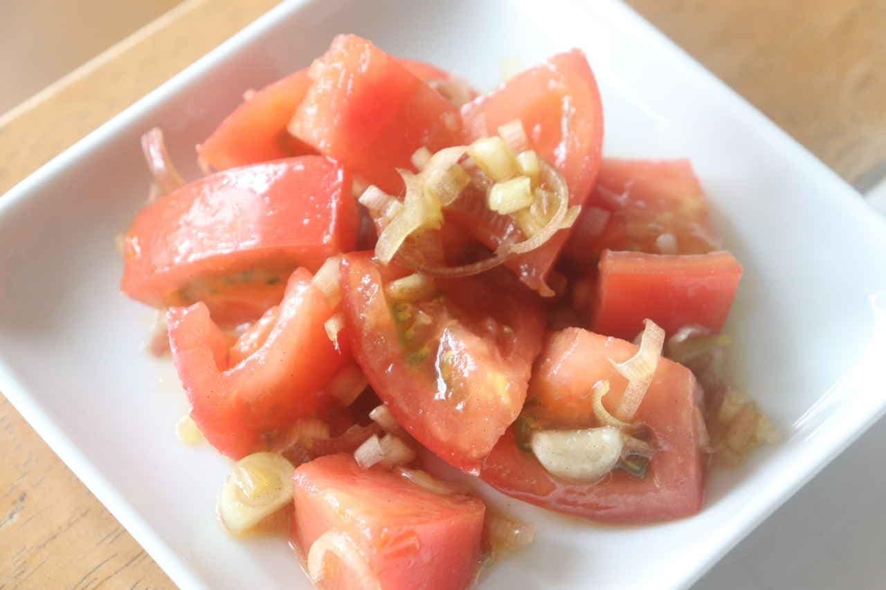 簡単レシピ「トマトみょうがオリーブオイル醤油和え」