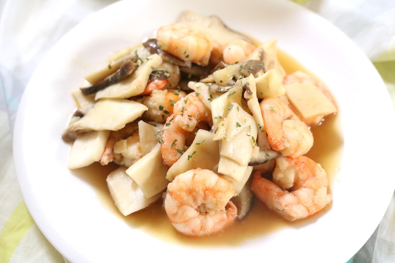 """Simple recipe """"fried trumpet and shrimp in butter soy sauce"""""""