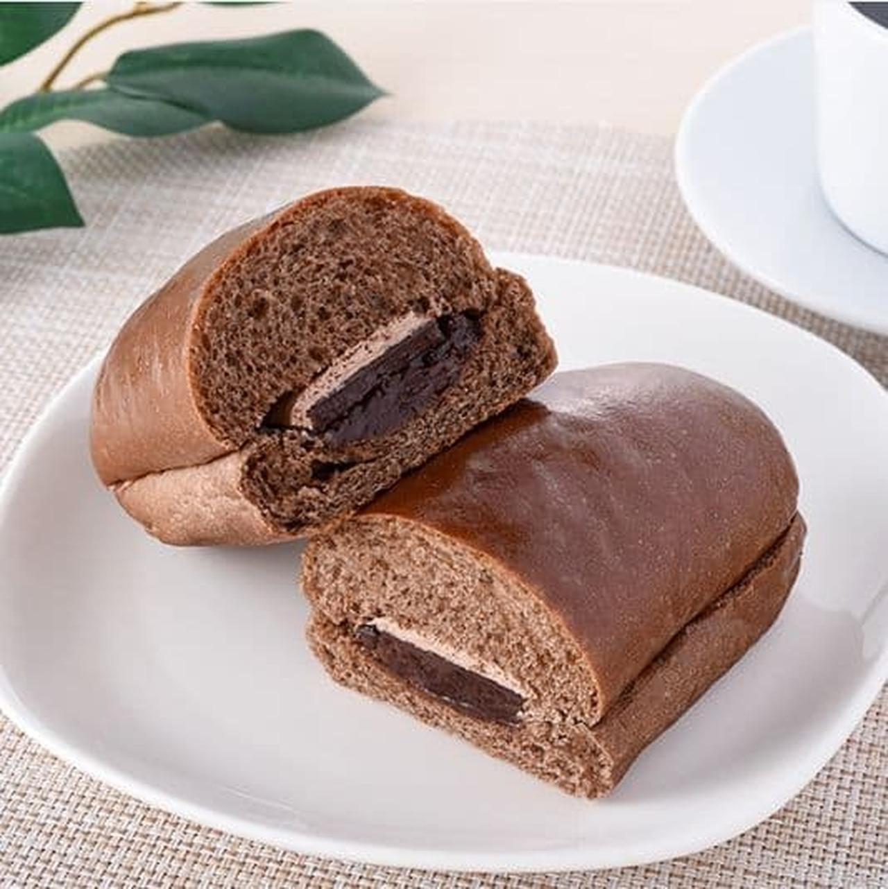 ファミリーマート「チョコづくしコッペパン塩チョコ仕立て」