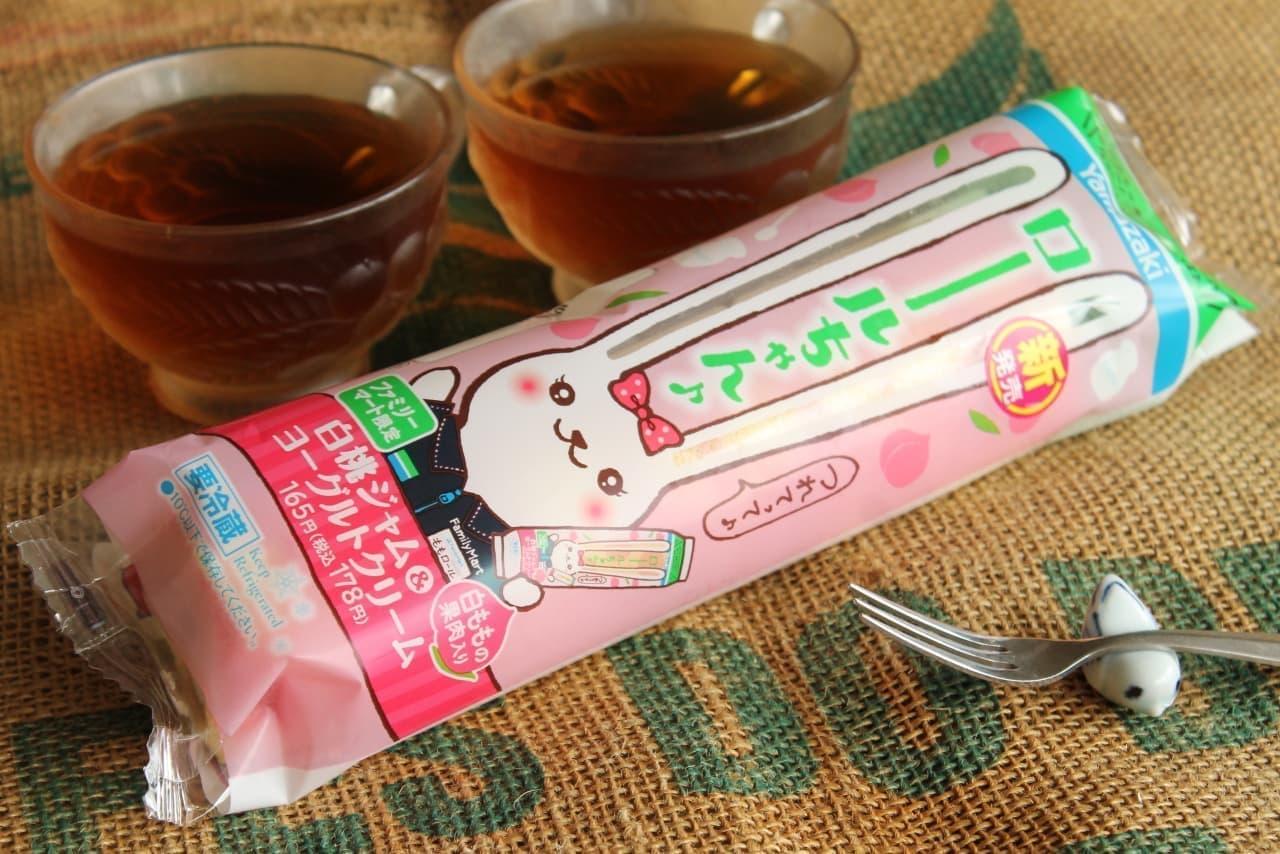 ファミマ「ロールちゃん(白ももジャム&ヨーグルトクリーム)」