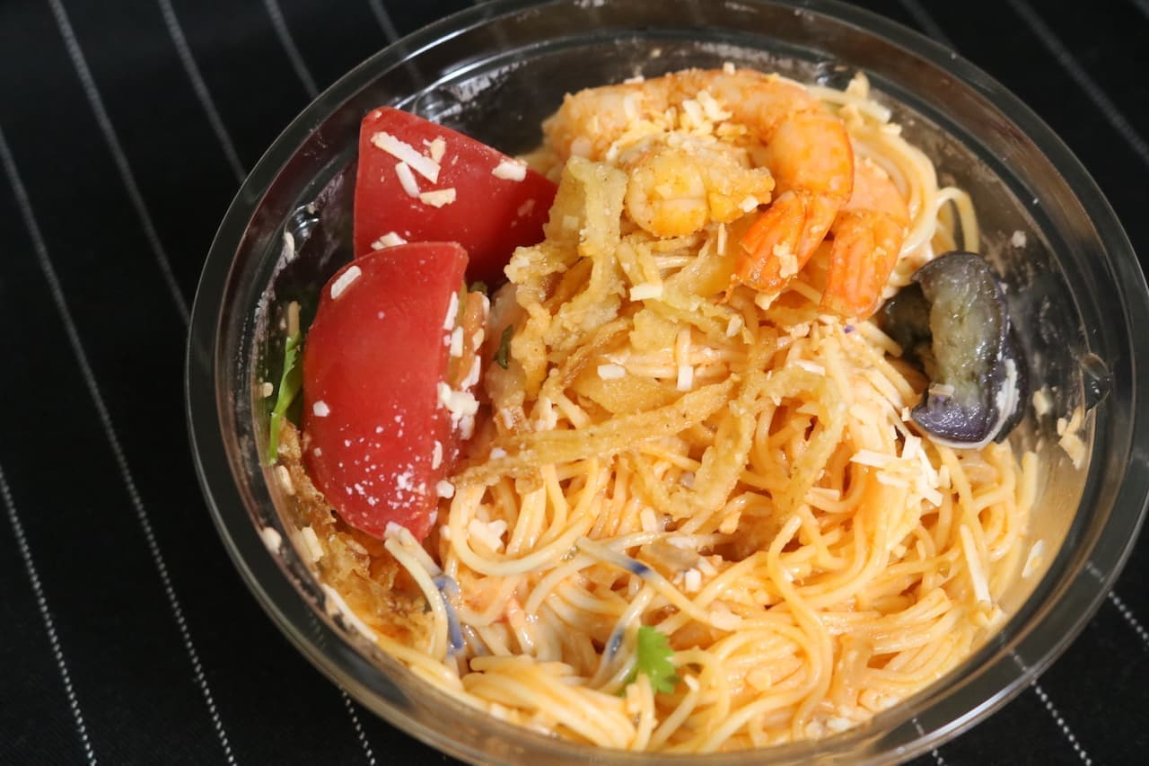 成城石井「ココナッツクリームとガーリックシュリンプのトマトカッペリーニ」