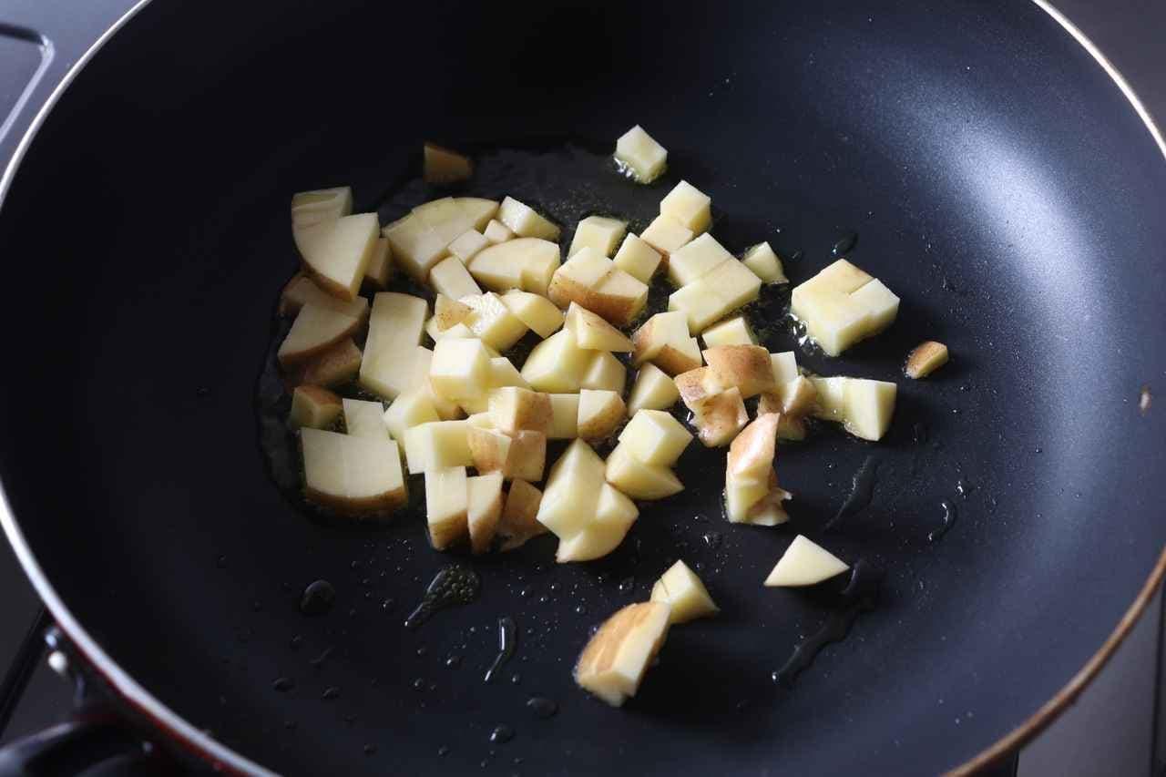 ズッキーニとじゃがいもの味噌バター炒め