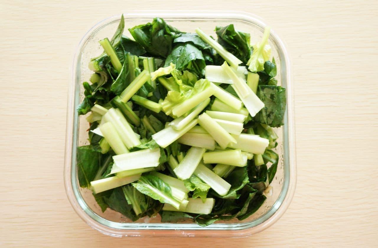 3cm幅に切った小松菜ともやし