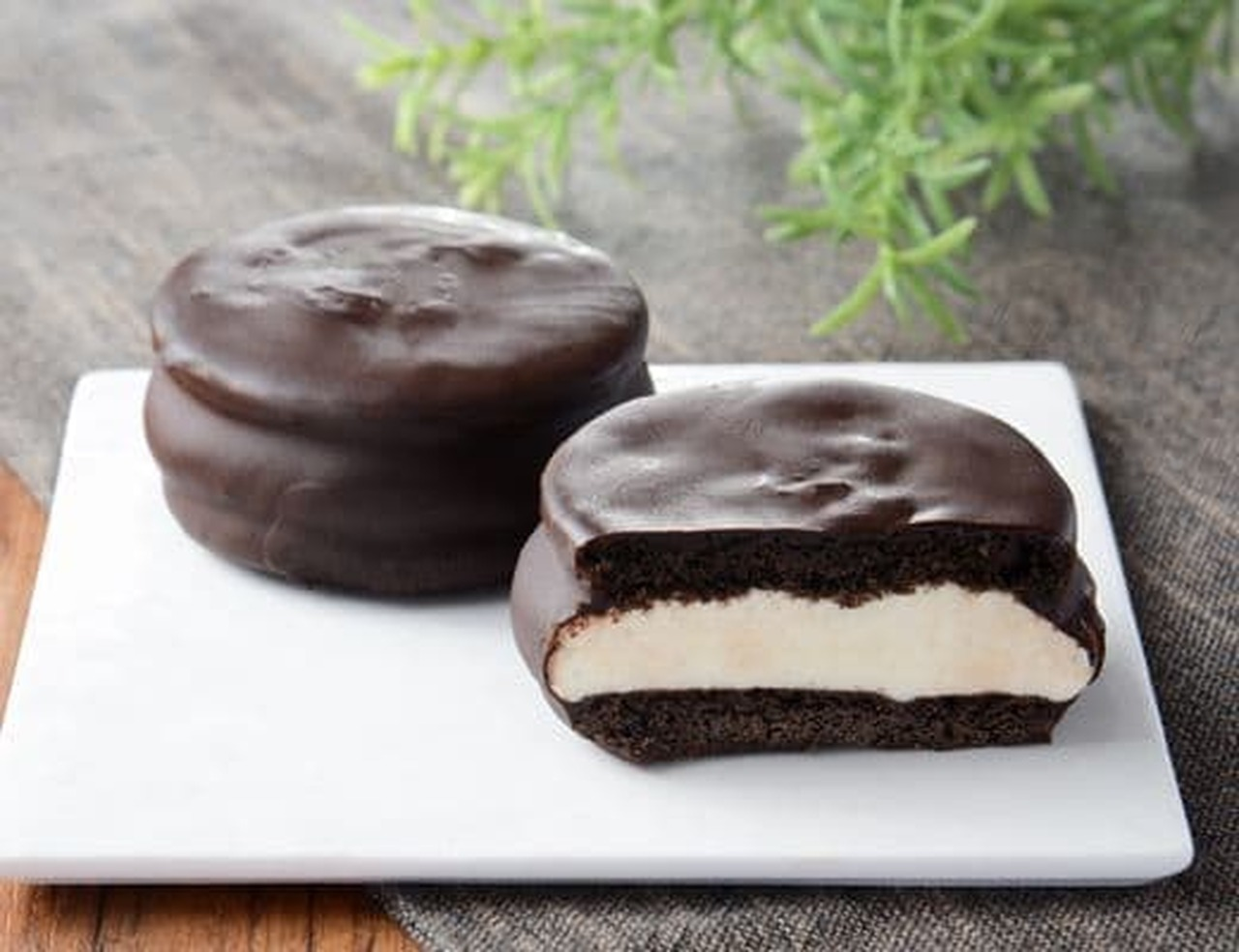ローソン「チョコクッキーサンド」