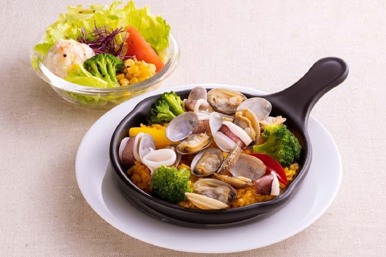 ジョイフル「魚介のパエリアセット(彩りサラダ付)」