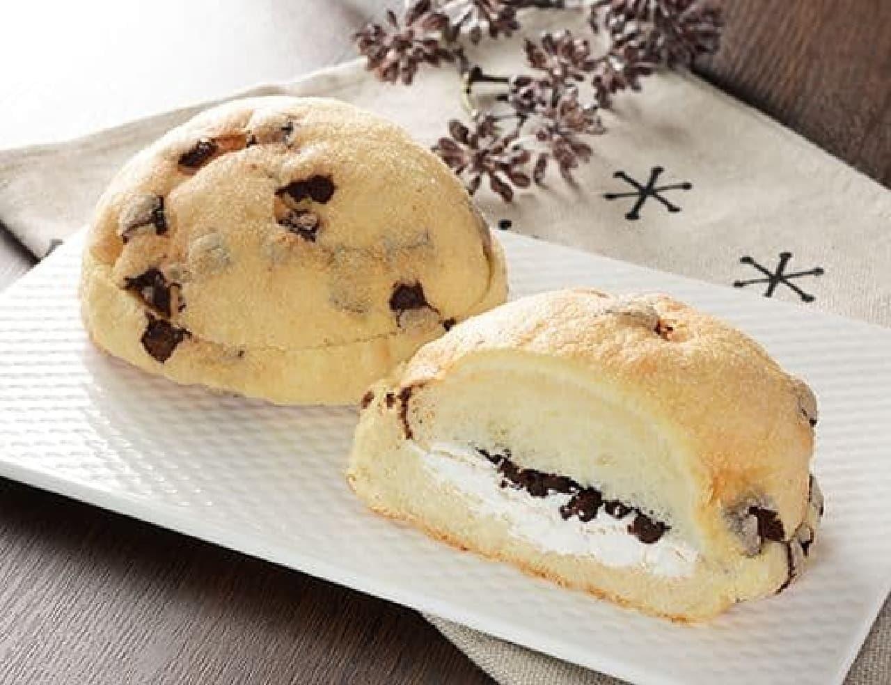 ローソン「チョコメロンパン チョコチップ&ホイップ」