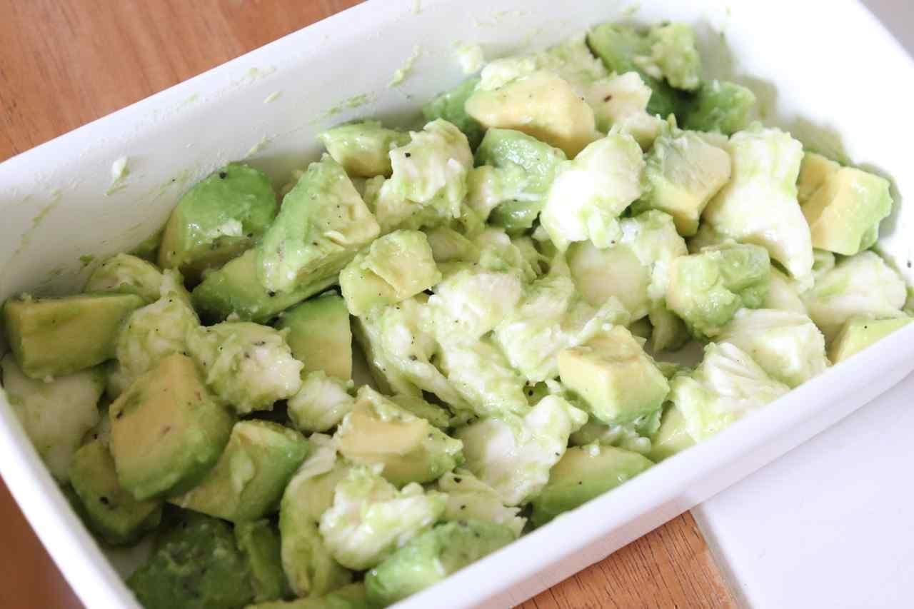 レシピ「アボカドとモッツアレラチーズのサラダ」