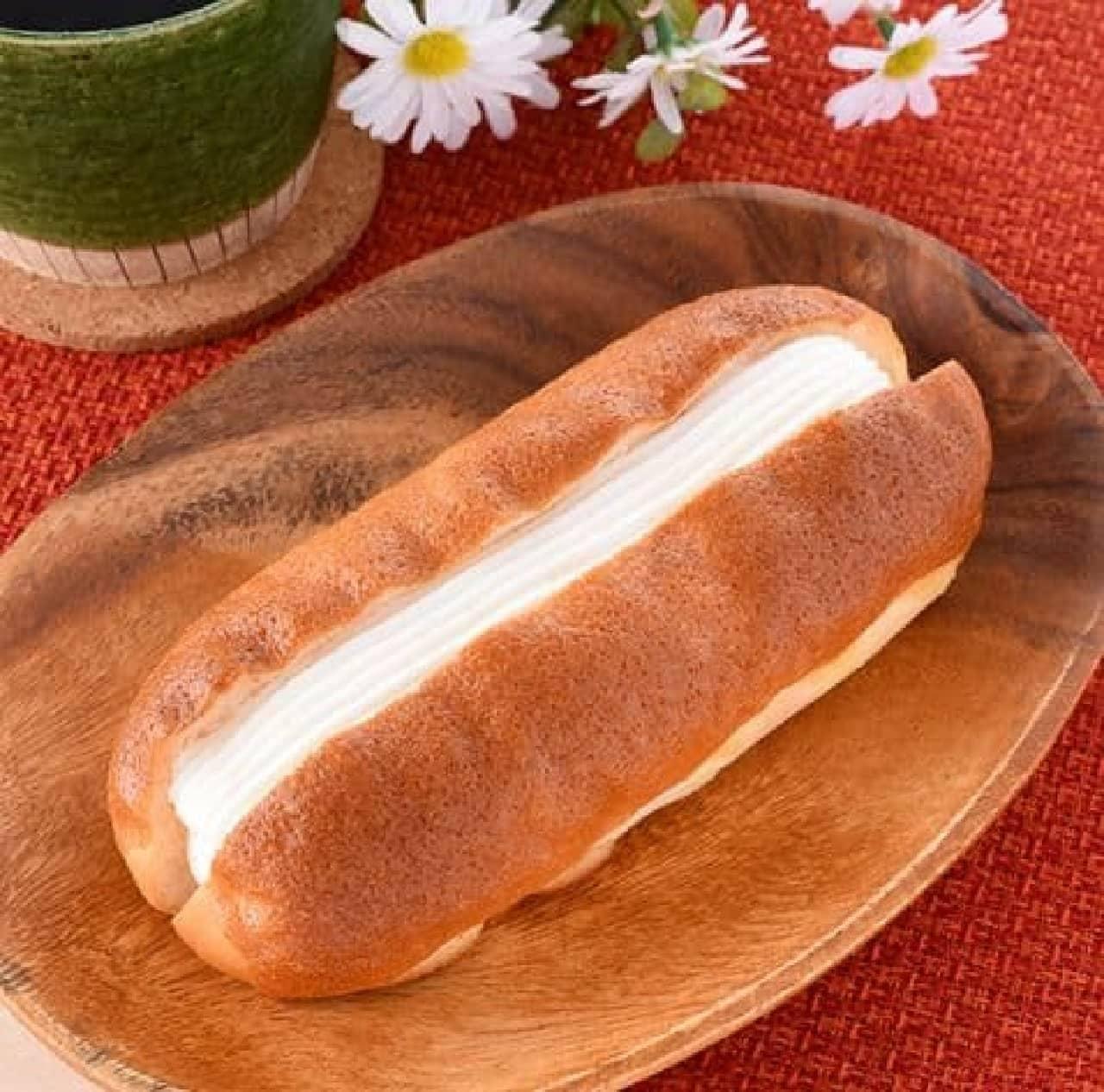 ファミリーマート「たっぷりホイップパン」
