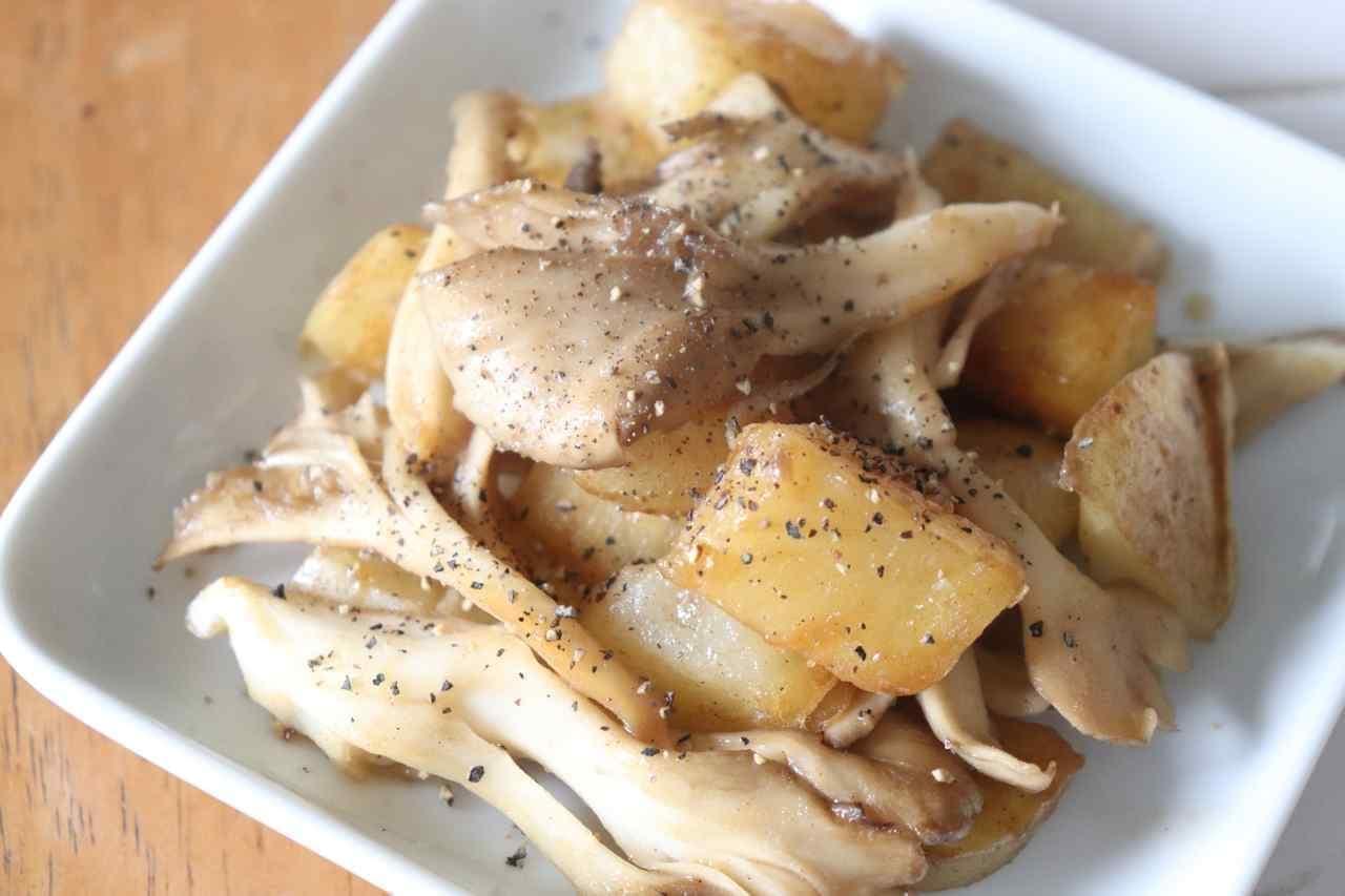 舞茸とじゃがいものバター醤油炒め