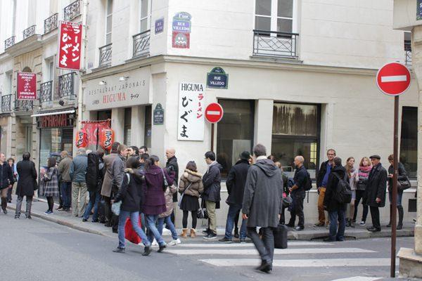 パリのラーメン店にできた行列