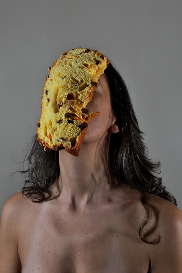 食べたいのはケーキ?女性?(C)Emanuela Franchini