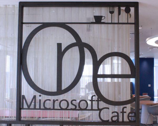 """日本マイクロソフトの""""街中のカフェ風""""社員食堂を見学してきました!"""