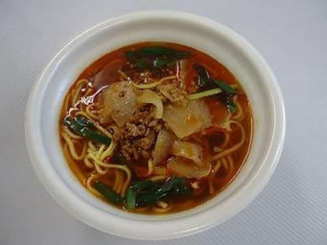 「勝浦タンタンメン」  真っ赤なラー油で染められたスープが特徴!