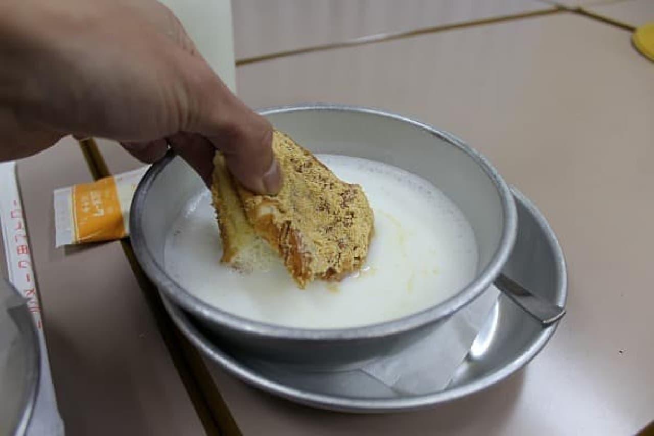 揚げパンと脱脂粉乳の不思議な出会い